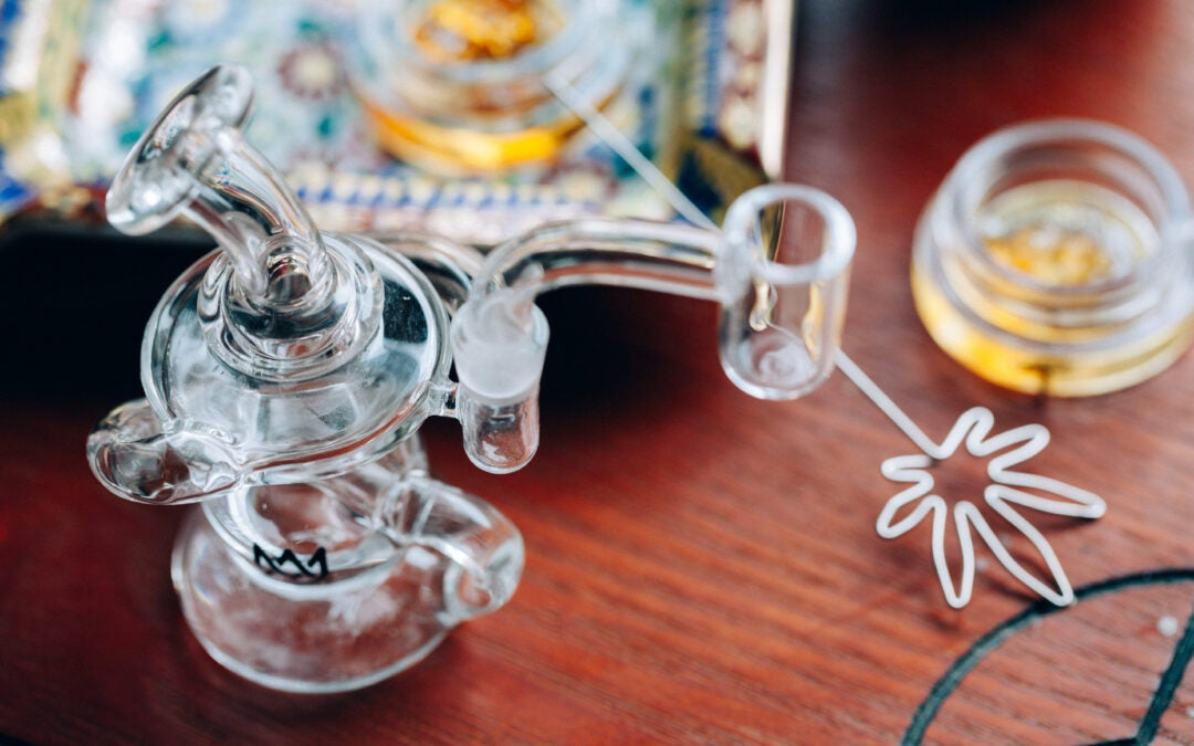 How to Smoke Shatter – 4 Easy Ways